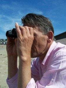 Binoculars for blogger search (courtesy Pingu1963 on Flickr CC)