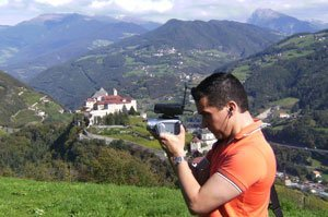 Mark Tafoya shooting on location (courtesy ReMARKable Palate.com)